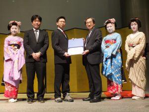 The IEEE CEDA AJJC SASIMI 2016 Young Researcher Award has gone to Hong-Yan Su (National Chiao Tung Univ., Taiwan). (2nd From the left) Dr. Chikaaki Kodama (Secretary of CEDA AJJC), Hong-Yan Su (Winner of SASIMI Young Researcher Award 2016) and Prof. Mineo Kaneko (TPC Chair of SASIMI 2016)